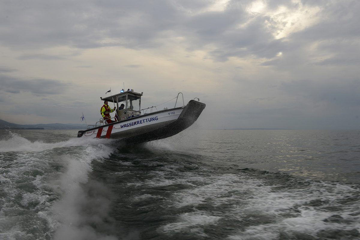 Segelboot kentert in Sturm